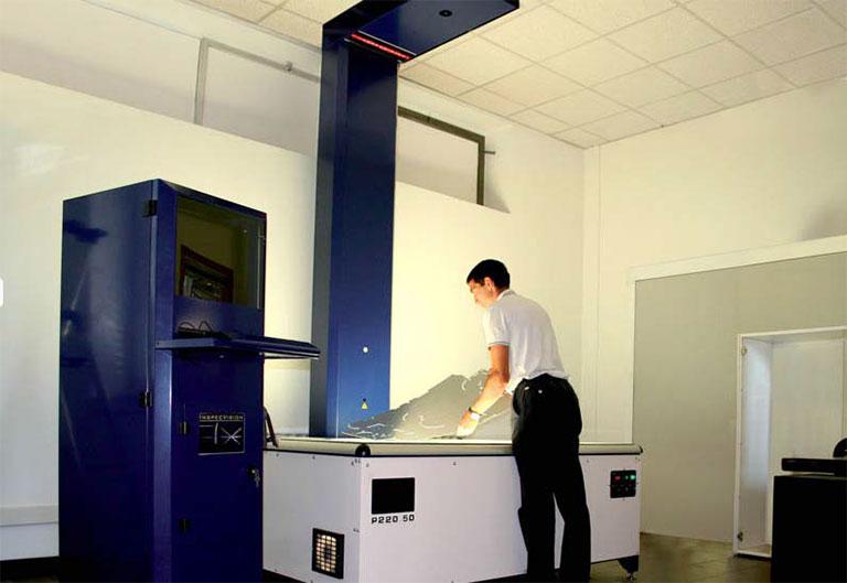 Figure 3: Planar (P220.50) inspecting a sheet metal part at Verona Lamiere